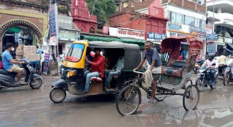 आरा सदर अस्पताल रोड में जलजमाव से स्थिति नारकीय