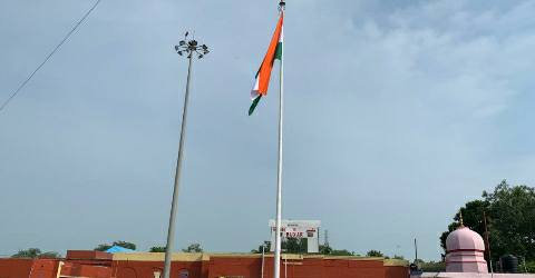 Buxar-100-feet-flags