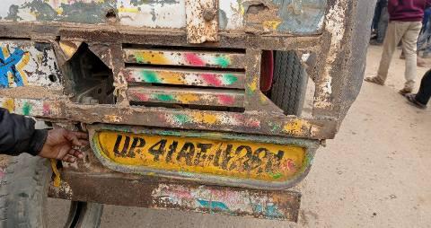 ara-chhapra-road-truck-trampled-bike-riding-friends