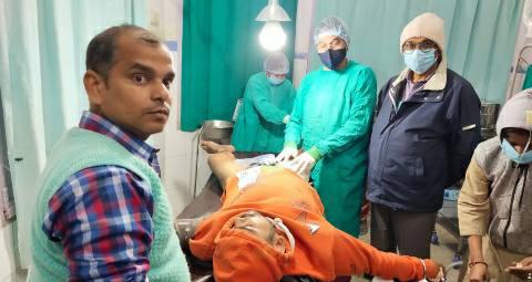 PakadiyaBar-Ara-injured-Dr-vikas.jpg