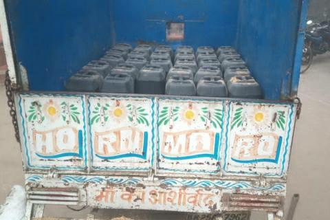 Koilwar-Chhapra Fourlane - Barhra police caught liquor near Babura Chhotki bridge