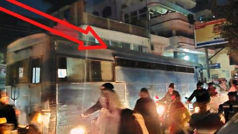Ara road jam - prisoner vehicle ambulance and VIP vehicle also stuck