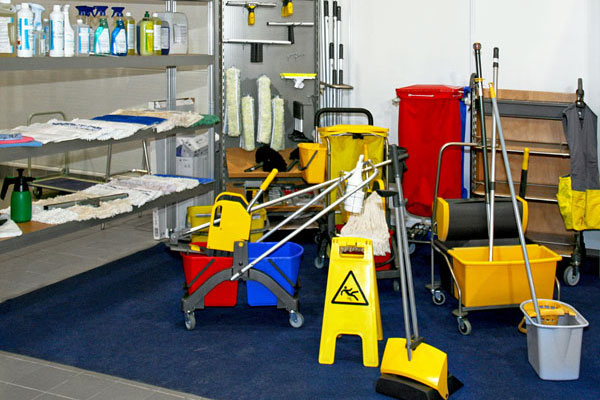 janitor equipment for office cleaning - office cleaning company toronto