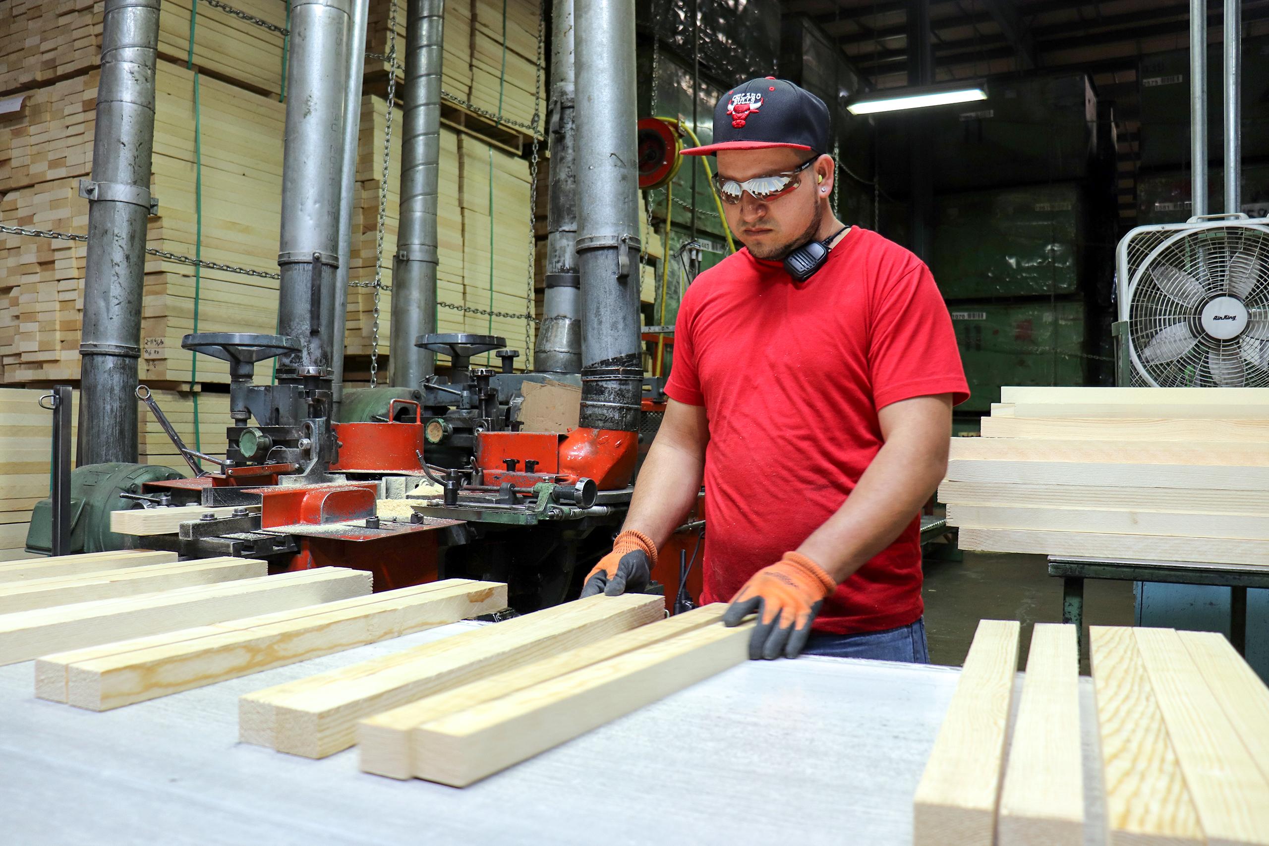 Grading a four-sides-good ponderosa pine product