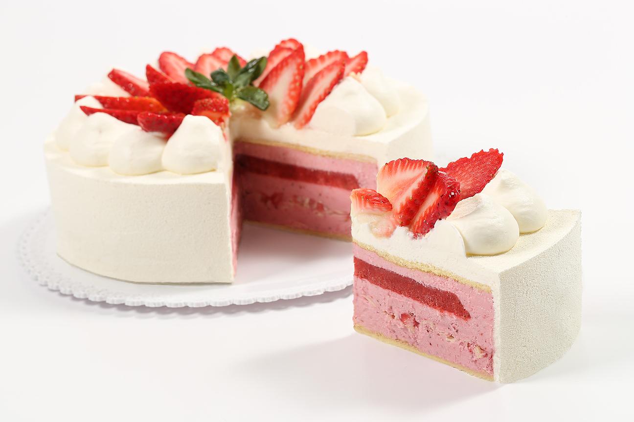 WEB_12x18_72dpi_Gelato Cake Fior di Fragola Cut_8843