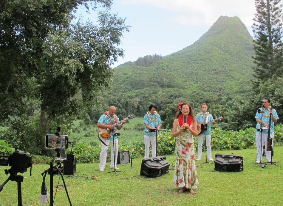 Kanoe Miller on set at Hawaiian Rendezvous