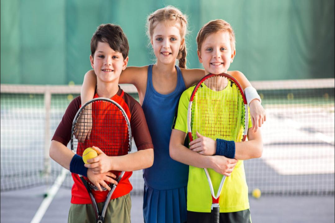kids playing tenis