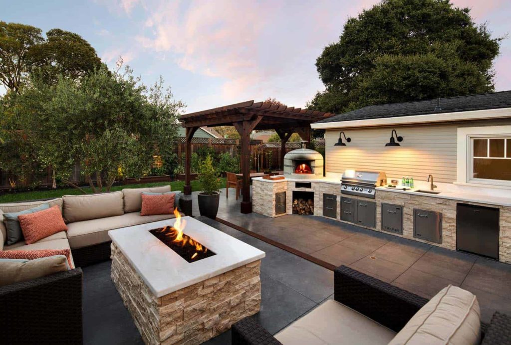 Beautiful-Outdoor-Living-Spaces-14-1-Kindesign