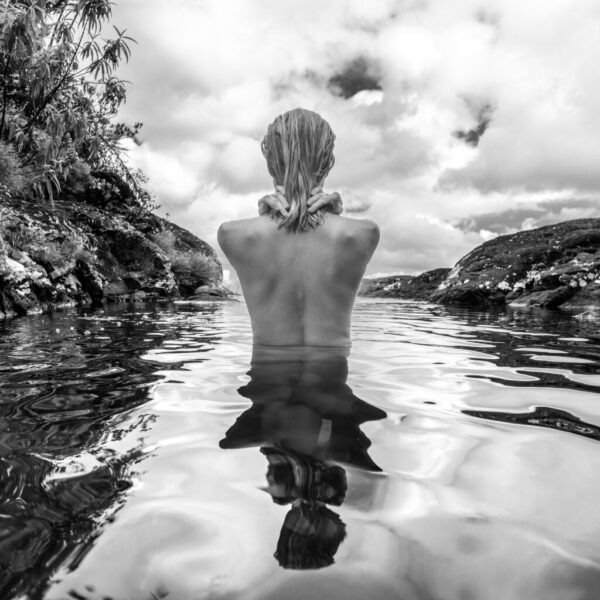Rear,View,Of,Beautiful,Naked,Woman,Bathing,And,Relaxing,In