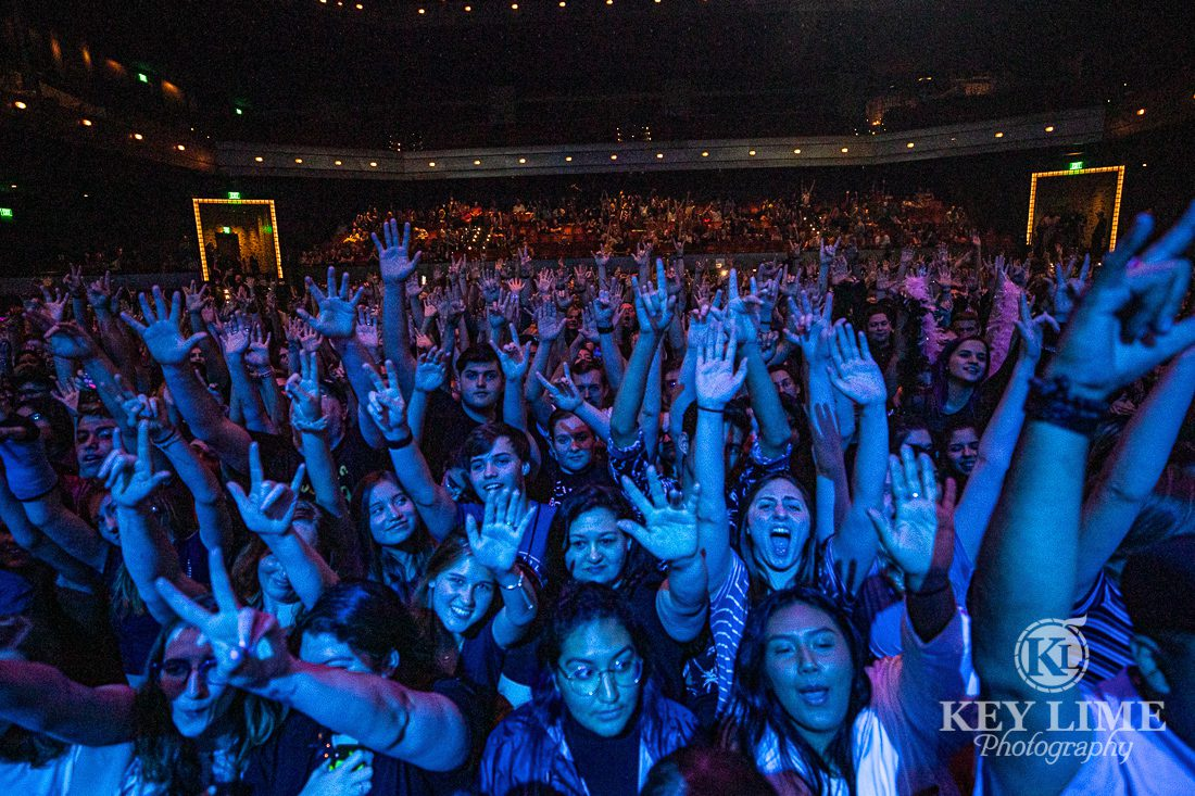 X107.5 concert audience for Catfish and the Bottlemen