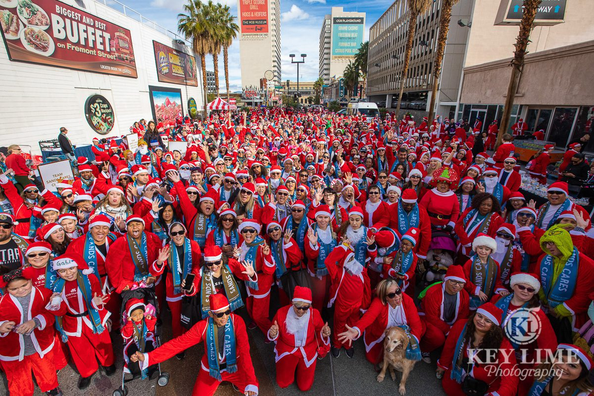 Event photography in Las Vegas. Hundreds of Santas gather to start the annual 5k fund raiser.
