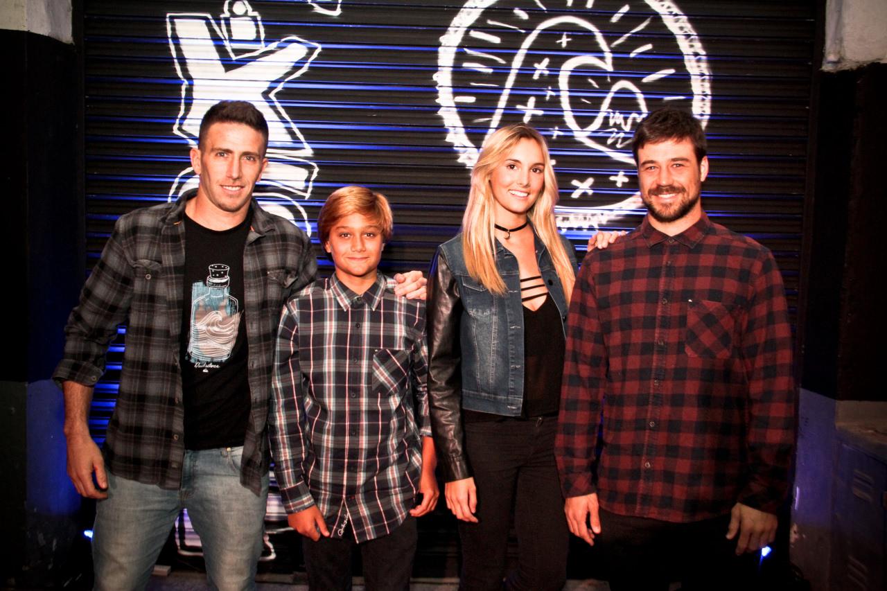 El team Quiksilver dio el presente - Maxi Siri, Andy Mondo y Lucas Santamaria junto a Maia Cassani.