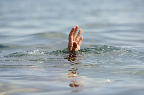 drowning by Photobank gallery shutterstock_152633582