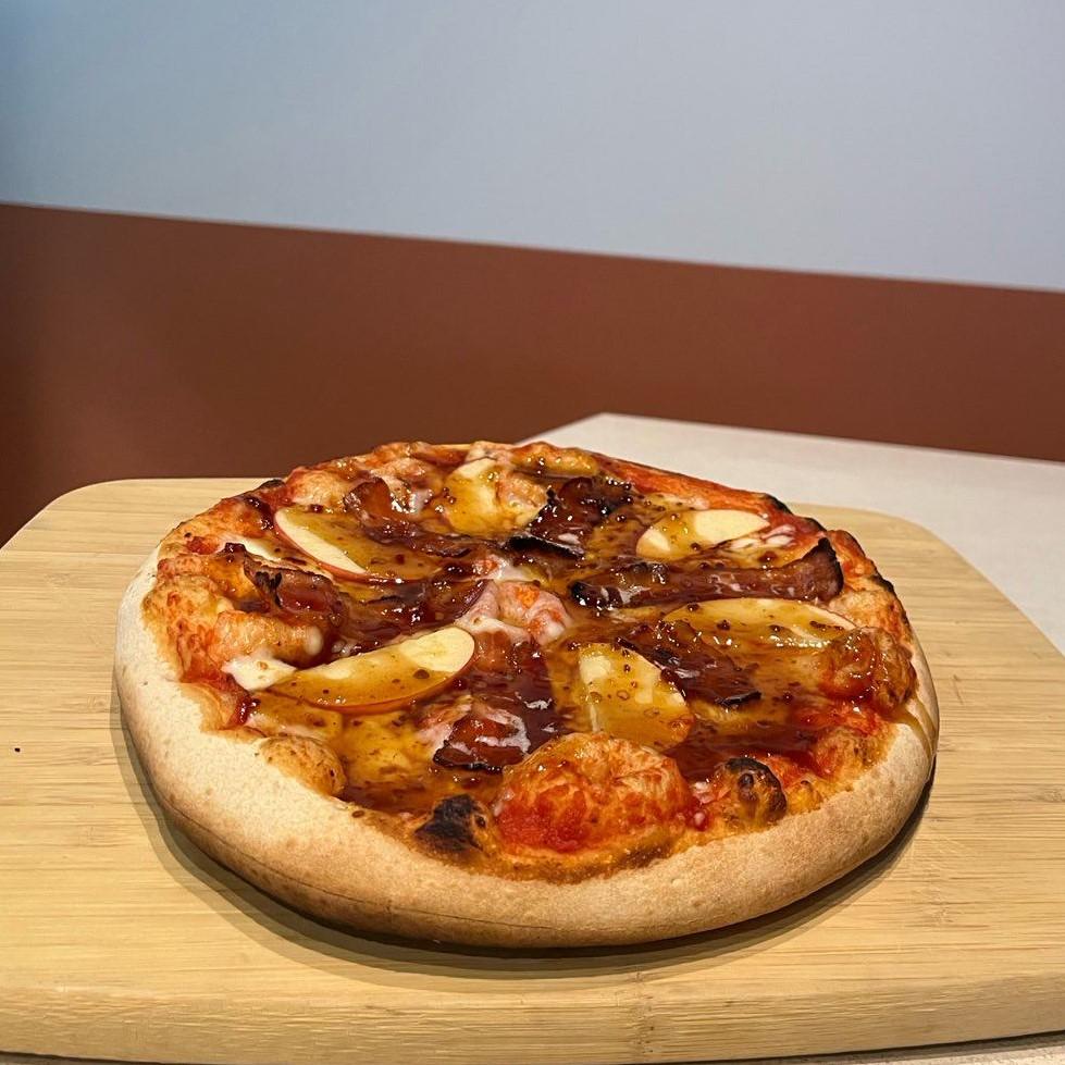 maple, bacon pizzaa