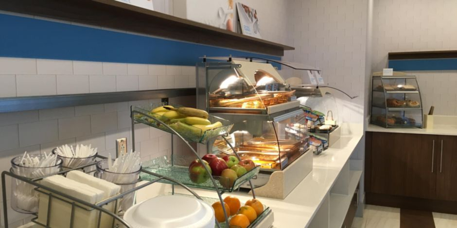 Holiday Inn Express and Suites Oswego Breakfast Bar