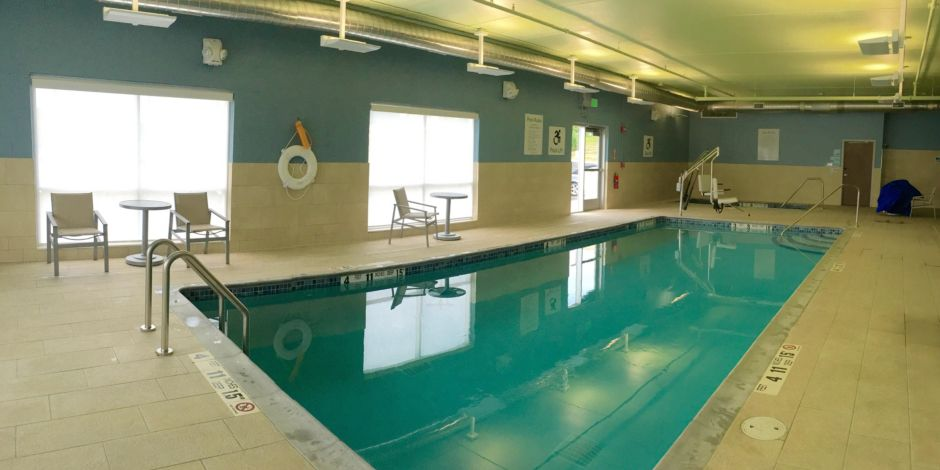 Holiday Inn Express and Suites Oswego Indoor Pool