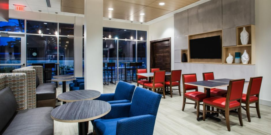 holiday-inn-express-and-suites-queensbury-5279835467-2×1