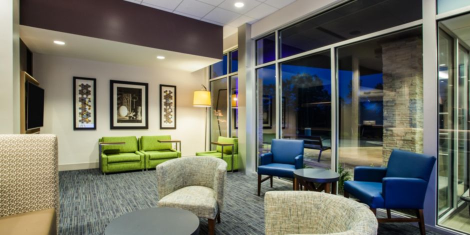holiday-inn-express-and-suites-queensbury-5279835534-2×1