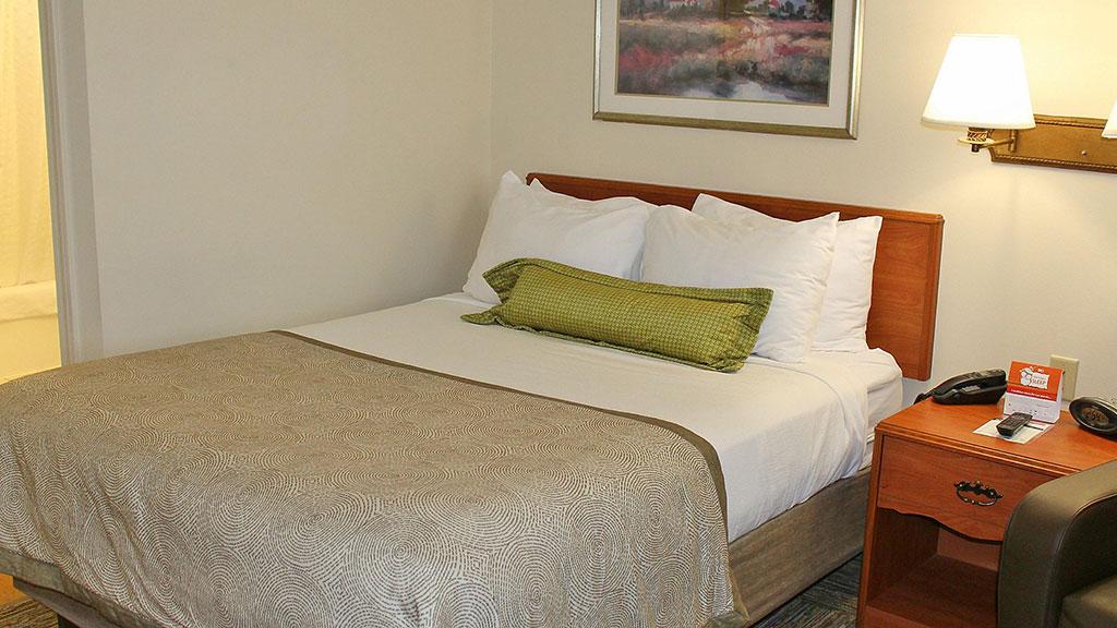 candlewood-suites-north-syracuse-single