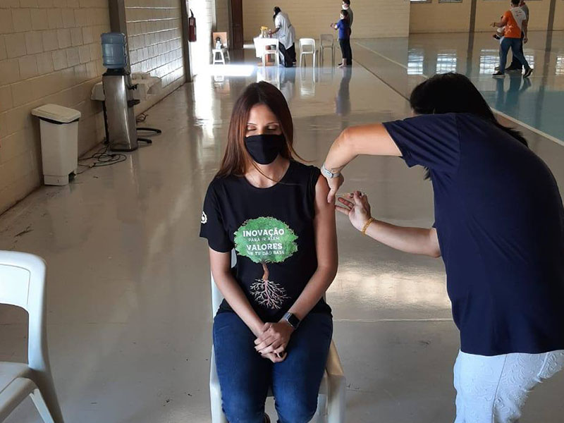 Nossa equipe sendo vacinada
