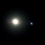 Soleil et demi-Lune dans un ciel étoilé
