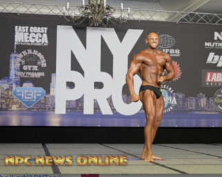 2020 @ifbb_pro_league NY Pro 7th Place Classic Physique Winner Arturo Mendez Posing