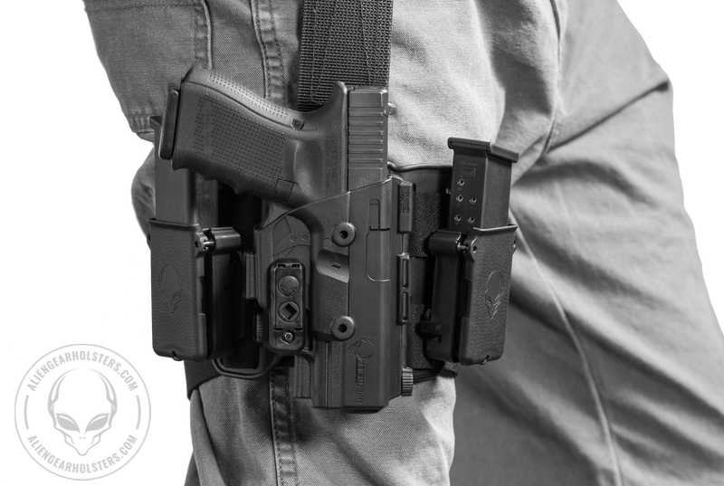 Alien Gear Drop Leg Holsters - Thigh with SS and 2 Mags
