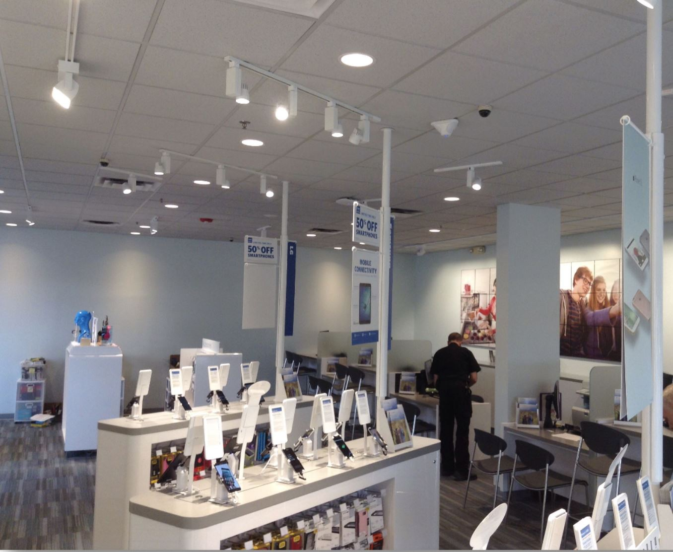 LI Group Construction of US Cellular In-Store Displays
