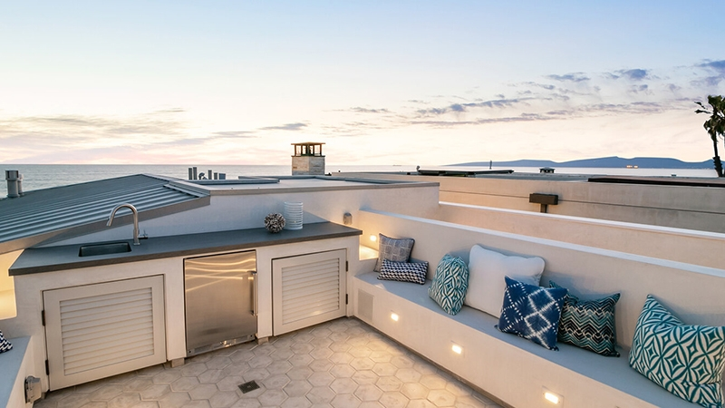 Oceanfront Lifestyle Bungalow Hermosa Beach -  LMD Architecture Studio