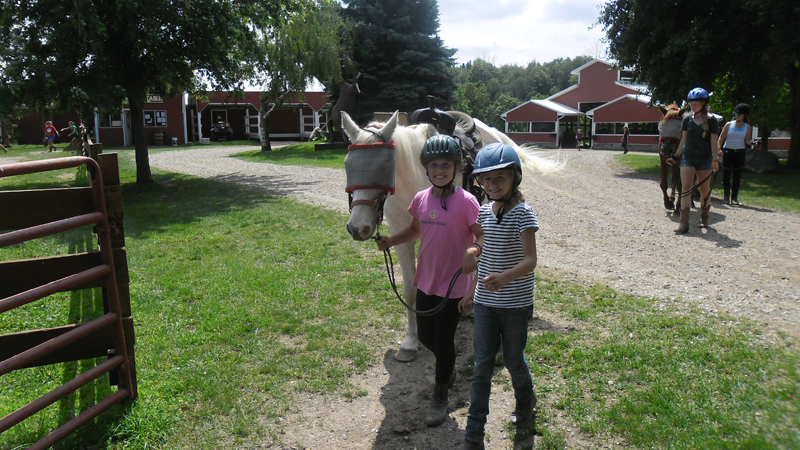 br-girls-leading-a-horse