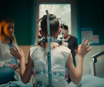 «Titane», controvertida y sangrienta, gana la Palma de Oro en Cannes