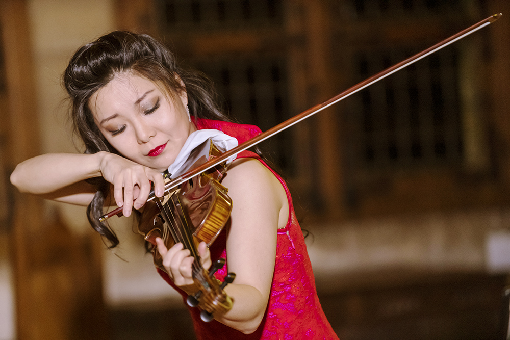 Yi-Jia Susanne Hou virtuoso concert violinist soloist
