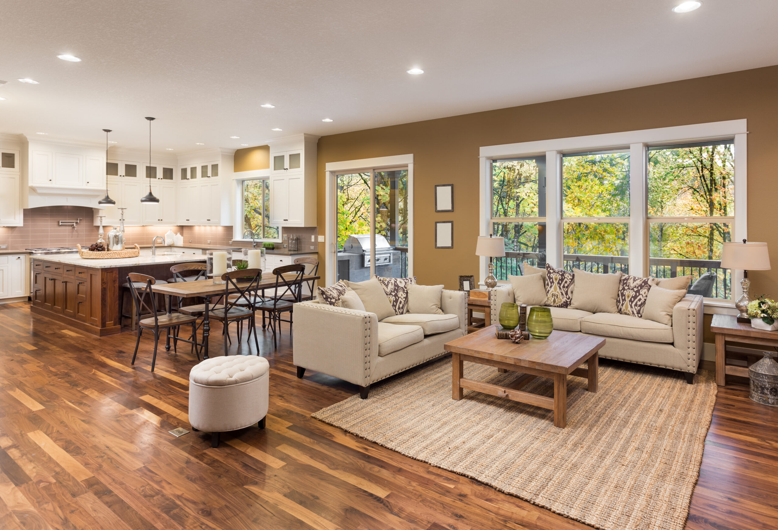 Beautiful,Living,Room,Interior,With,Hardwood,Floors,And,View,Of