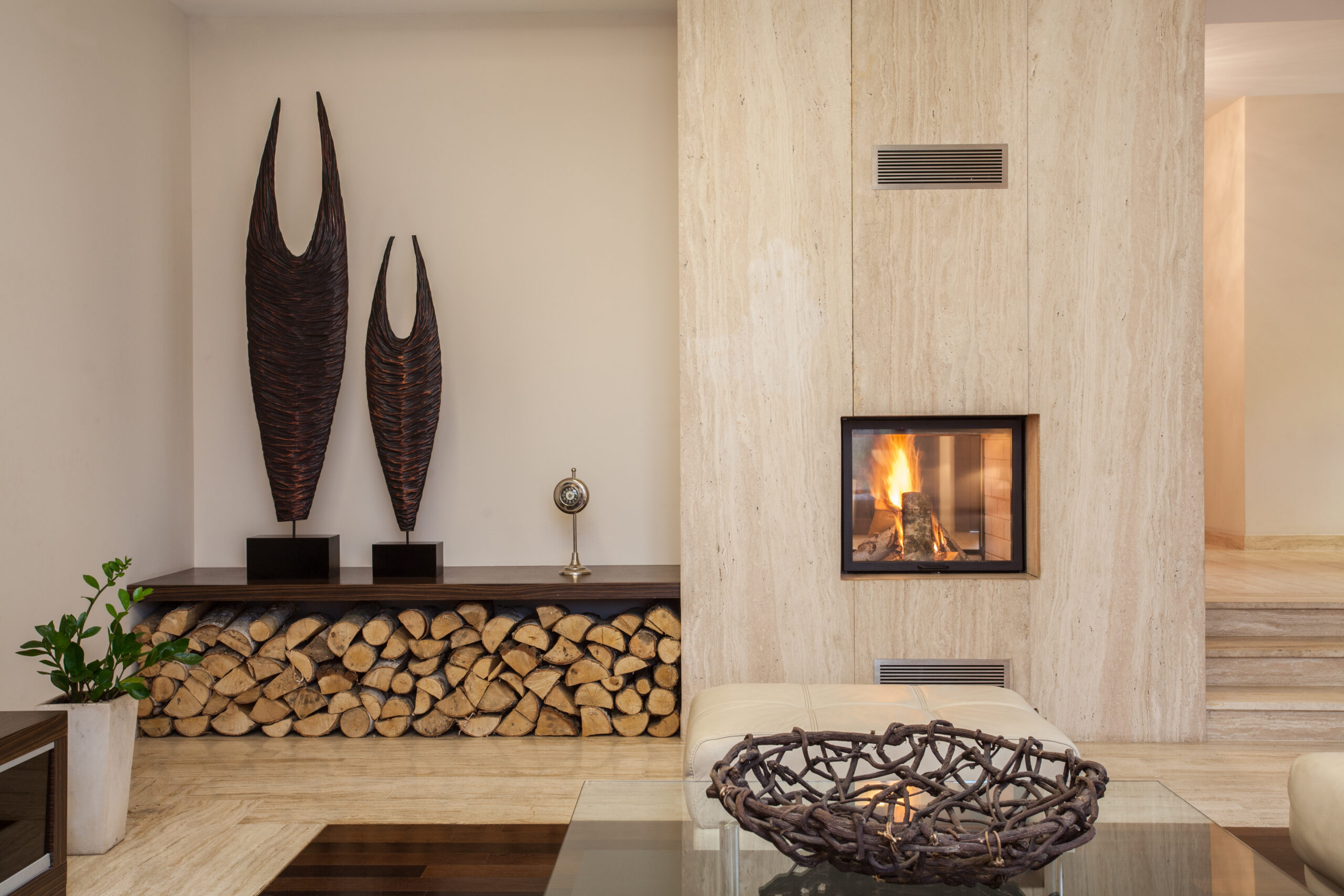 Travertine,House:,Interior,Of,Comfortable,Contemporary,Living,Room