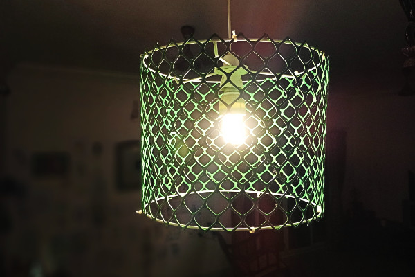 How to make a DIY industrial lampshade using just a garden mesh