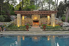 Outdoor-Living-space-in-The-Woodlands-Texas-with-outdoor-fire-place.JM-Outdoor-Living