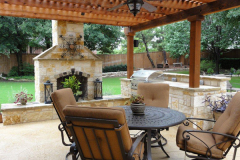 Outdoor-Living-space-with-Outdoor-fire-place-in-The-Woodlands-JM-Outdoor-Living