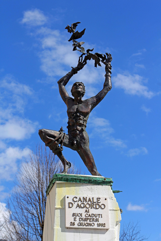 Statue in Canale d'Agordo