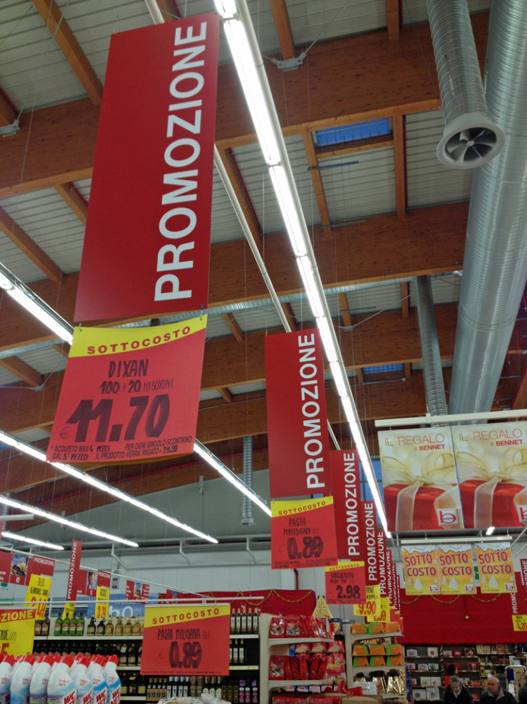 PROMOZIONE!  There is always a great sale going on in our grocery store