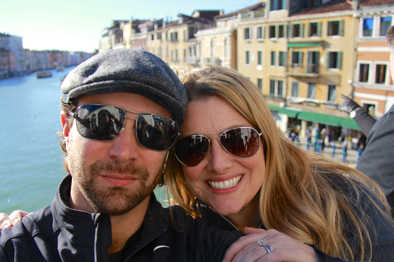Jen and I stop for a photo on Ponte di Rialto (Rialto Bridge)