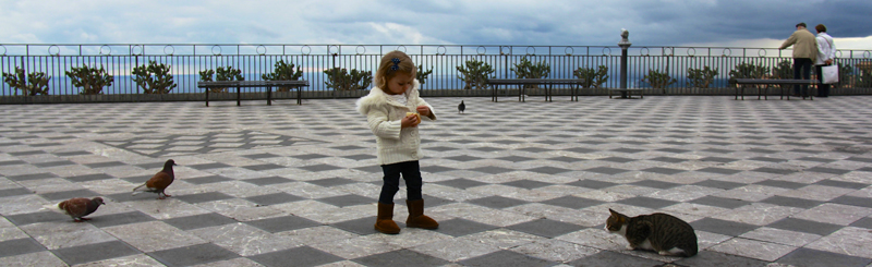She even made friends with a micino (little kitty)