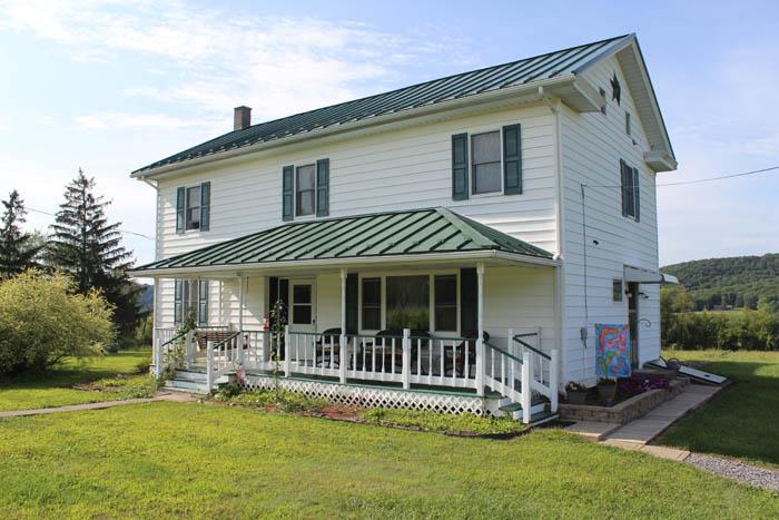 33 Acres and Farmhouse