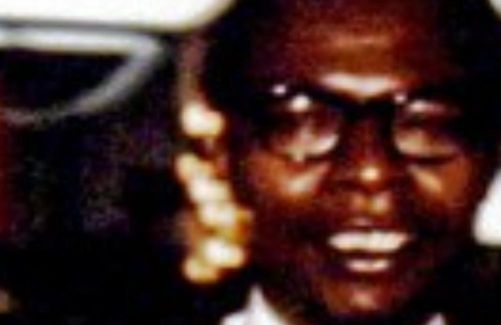 Christmas tree lights appear to be in front of Obama Sr.'s right cheek in the image featuring Stanley Ann Dunham. (CLICK TO ENLARGE)