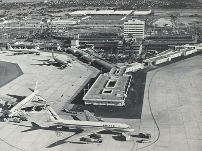 Honolulu International Airport central concourse in the 1970s. (Image credit: Hawaii Department of Transportation, Airports Division)