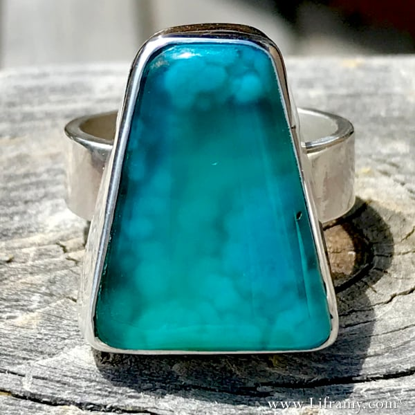 Liframy – Calming blue Gem Silica vacation in a stone