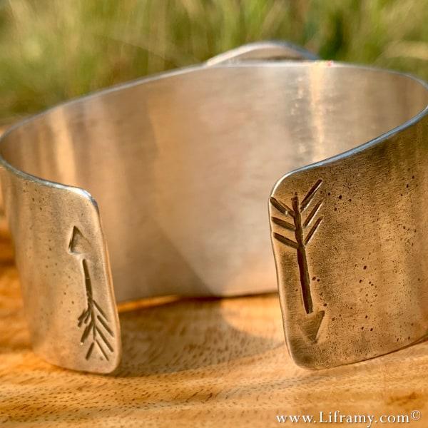 Liframy - Montezuma Turquoise Arrow Cuff
