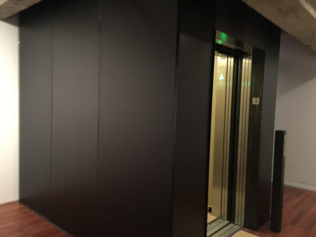 Recouvrement de mur ascenseur en vinyle