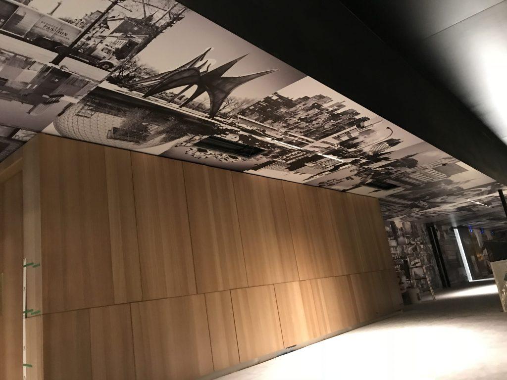 Vinyle autocollant graphique sur plafond d'hotel