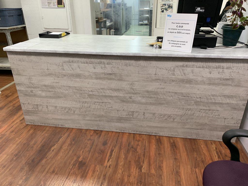 Recouvrement de meuble de bureau fini bois