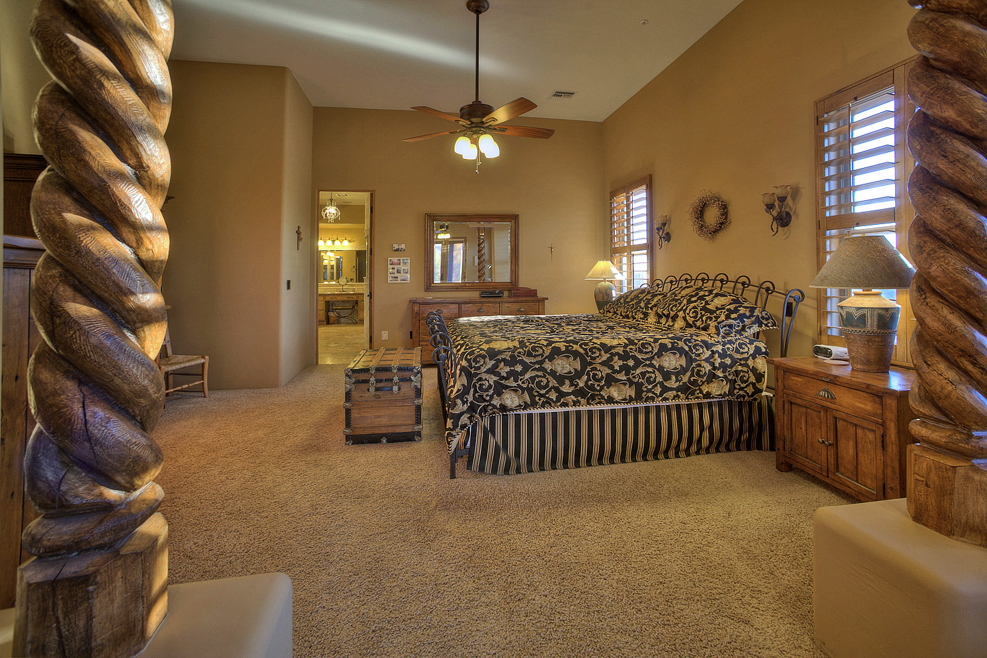 Master-Bed-from-sitting-area-mn.jpg